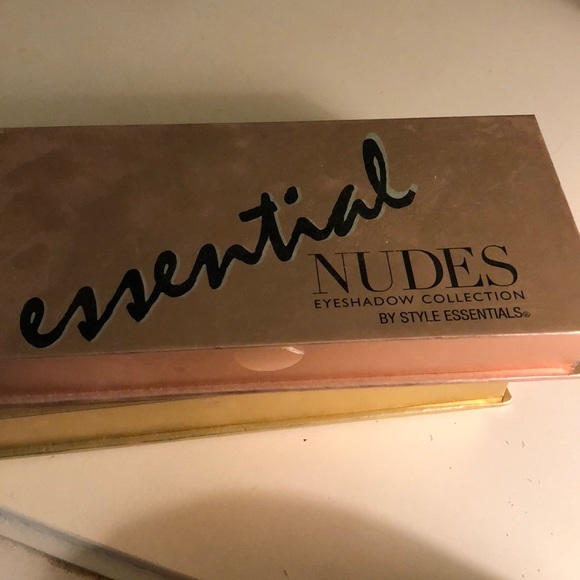 style essentials Other - Essential Nudes Eyeshadow Collection